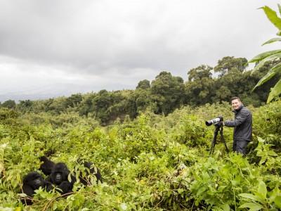 Kurt Jay Bertels photographing gorillas, gorilla, mountain gorilla, rwanda, photo safari, photographic safari, wildlife, kurt jay bertels, safari, luxury, fivezero safaris